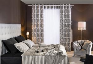 curtains / bedroom  / eyelet curtains / grommet